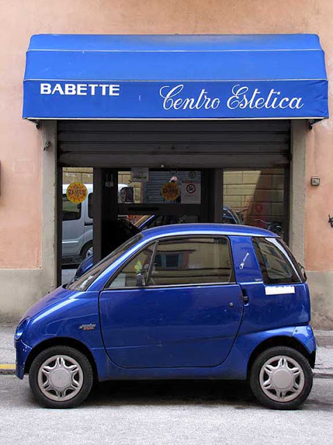 Blue awning and blue car, beauty salon, via Demi, Livorno