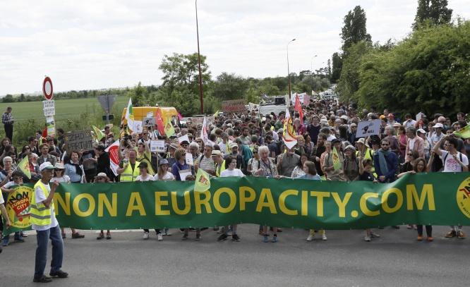 Source: AFP - Manifestants opposés au projet d'Europa City à Gonesse, en mai 2017.