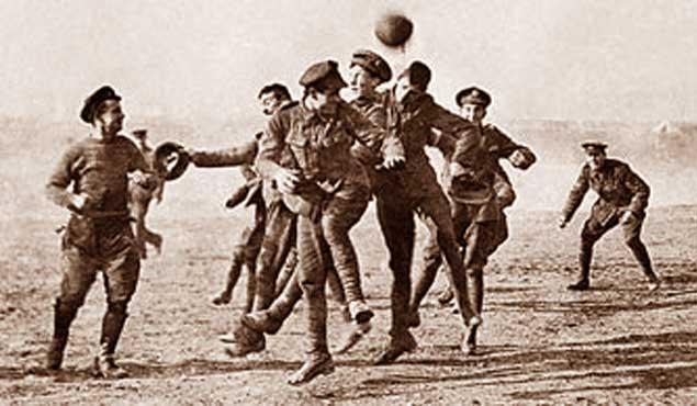 Awal mula sejarah munculnya olahraga sepak bola masih mengundang perdebatan Sejarah Sepak Bola