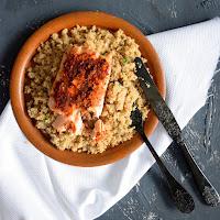 Couscous de couve flor com salmão grelhado com harissa