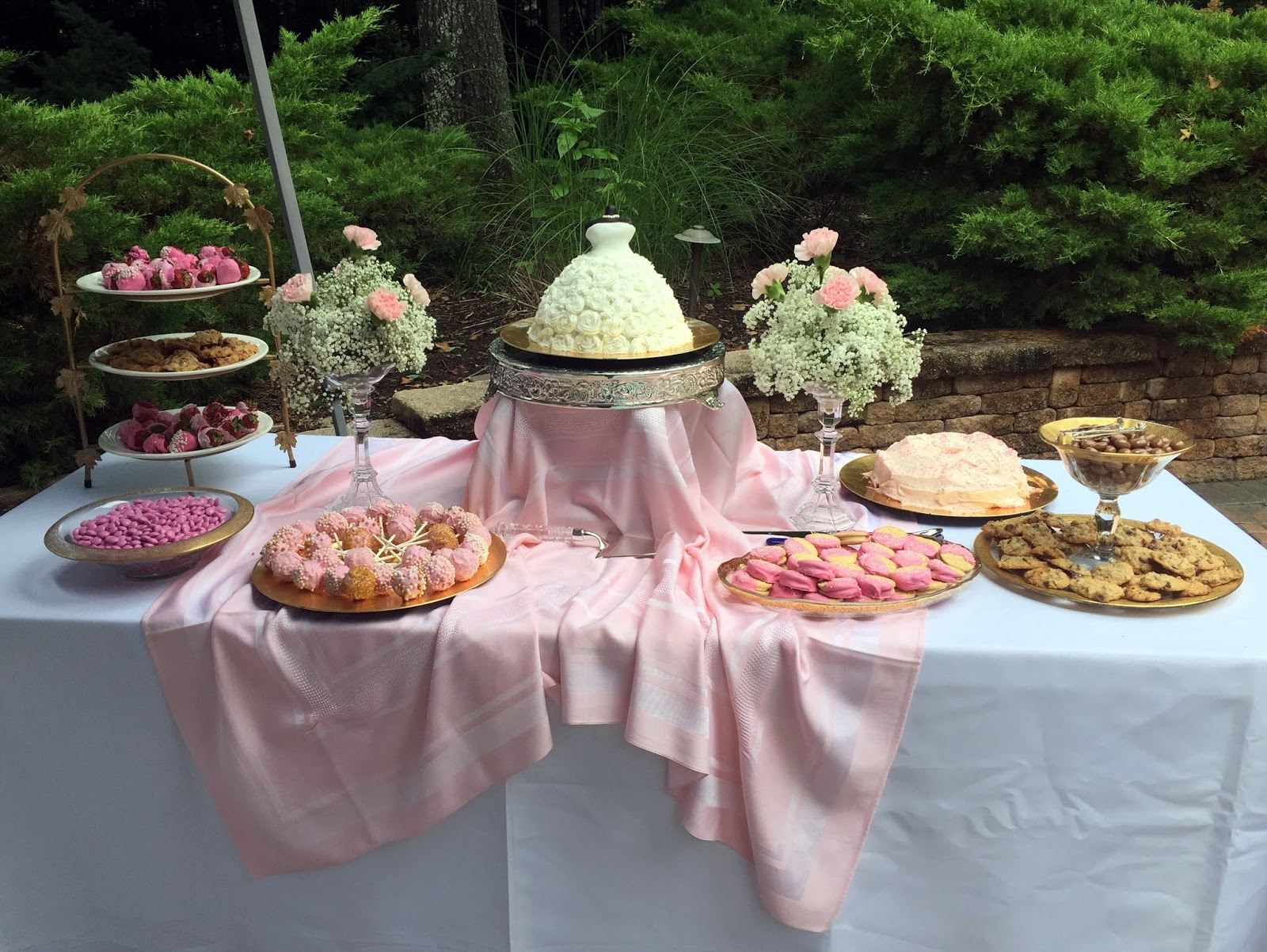 A Perfect Setting An Outdoor Bridal Shower Setting
