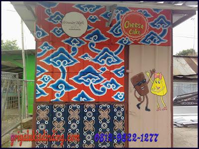 Mural lukis dinding cheese cake tema batik kembangan