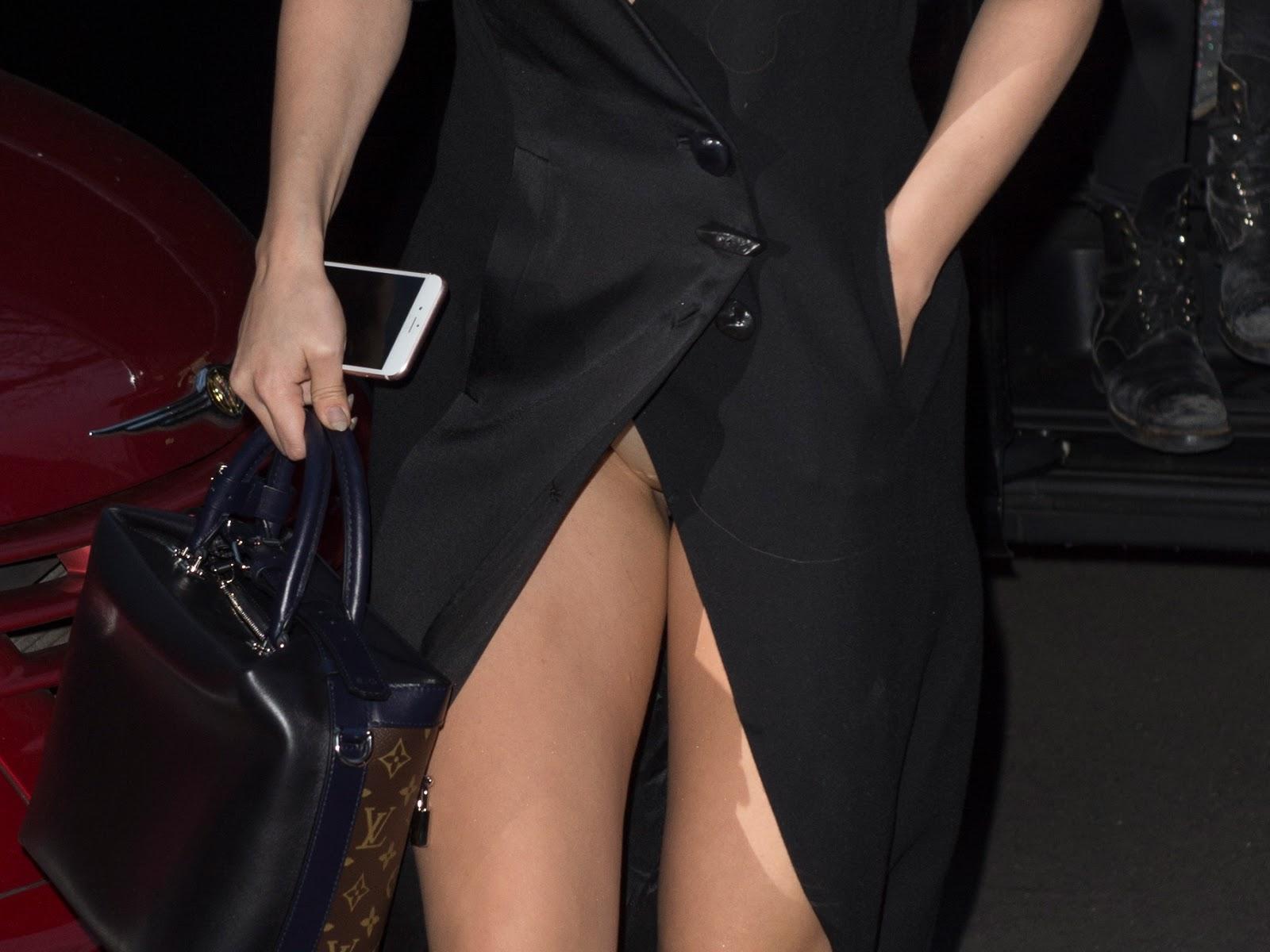 Sexy Strip fr die Musik: Selena Gomez zieht sich aus - n
