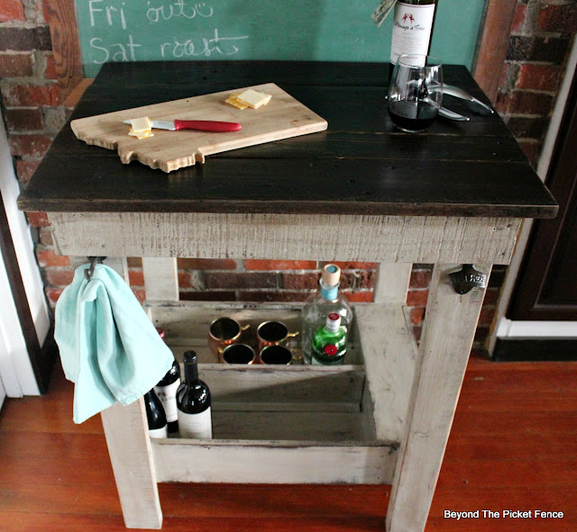 kitchen island, pallets, old drawer, DIY, build it, rustic bar, farmhouse, https://goo.gl/Y5pVhA