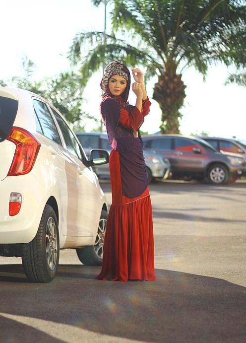 cara memakai jilbab hijaber tutorial cewek makassar jadi model cantik jilbab foto di mobil