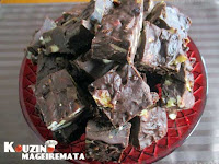 Fudge σοκολατένιο με ξηρούς καρπούς και αποξηραμένα φρούτα - by https://syntages-faghtwn.blogspot.gr