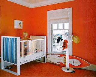 Dormitorio bebé paredes naranjas