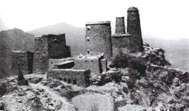 منازل برجية عالية في قمة جبل بني مالك 1947م