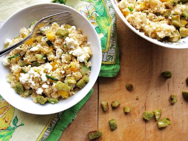 Einfacher Quinoasalat mit Kräutercroûtons