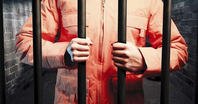 Biệt giam ra đời ở Mỹ từ thập niên 1820. Hình thức tra tấn tâm lý này được áp dụng với mong muốn tù nhân bị giam giữ sẽ tự đối mặt với bản thân và trước Chúa, từ đó nhận ra tội lỗi của mình.
