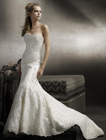 Most Brides Like To Keep The Top Of Gown Simple And Let Her Curves Dress Flare Do Work For