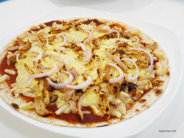 Tandoori Chicken Pizza with Sour Cream and Onion