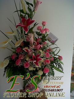 rangkaian bunga bunga meja vas kaca lily