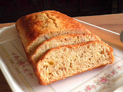 Light Eggless Banana Cake @ treatntrick.blogspot.com