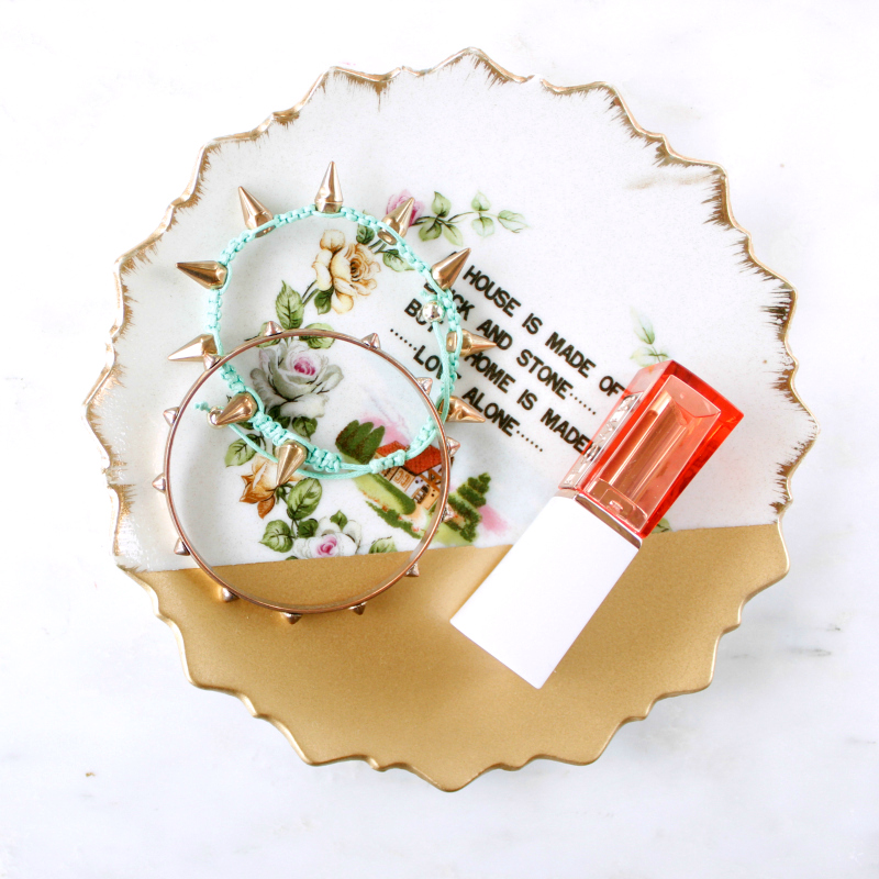 "DIY: Gold ""dipped"" spray painted jewelry dish (the perfect do-it-yourself gift for Her!)"