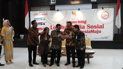 Sekretaris kabinet (tengah), Pak Pramono Anung, meresmikan Lomba media sosial #MenujuIndonesiaMaju