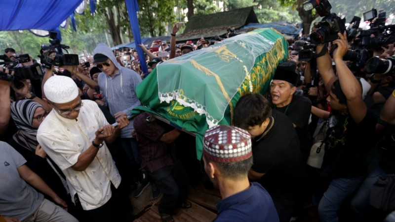 Suasana pemakaman Jupe di TPU Pondok Ranggon