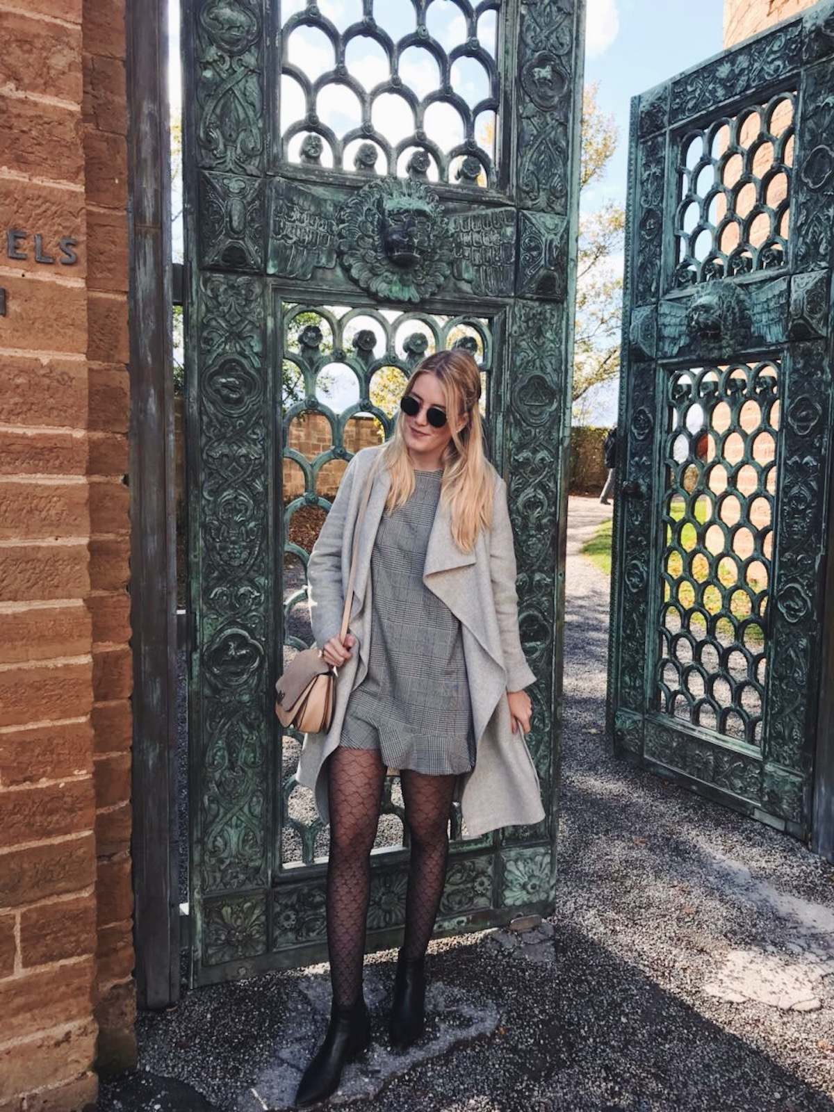Fashion Stuttgart Blog Outfit Gambettes Box Erfahrungen Zara Kariertes Kleid Lace Strumpfhosen Tights