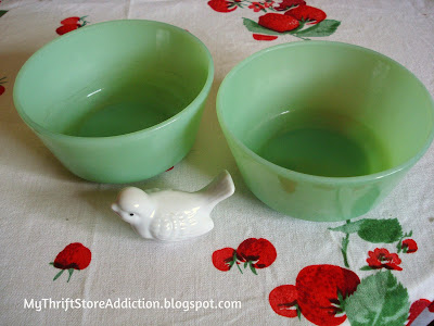 Friday's Find #141 mythriftstoreaddiction.blogspot.com Vintage jadeite bowls