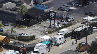 El personal de emergencia responde al tiroteo que se produjo en un club nocturno en la ciudad de Orlando en el estado de Florida, EE.UU., 12 de junio de 2016.