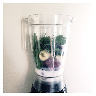 bananas, raspberries, blueberries, protein powder, spinach, vitamins, minerals, protein, smoothies, smoothie