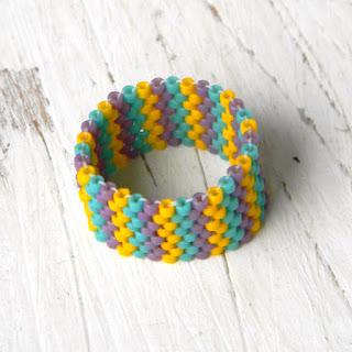 купить кольцо хиппи яркое разноцветное цветное позитивное украшение россия