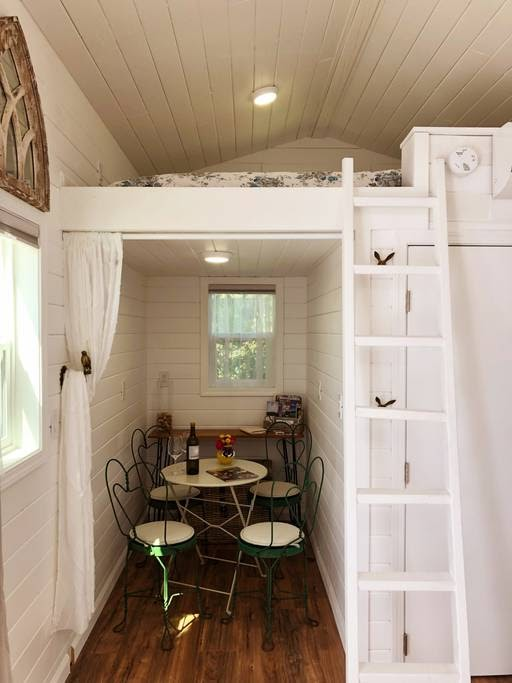 05-Cosy-Dining-Area-Sunshine-Tiny-House-Architecture-and-The-Stumble-Home-www-designstack-co