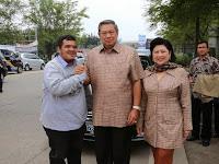 Mobil Pak SBY tiba-tiba dipepet oleh sepeda motor