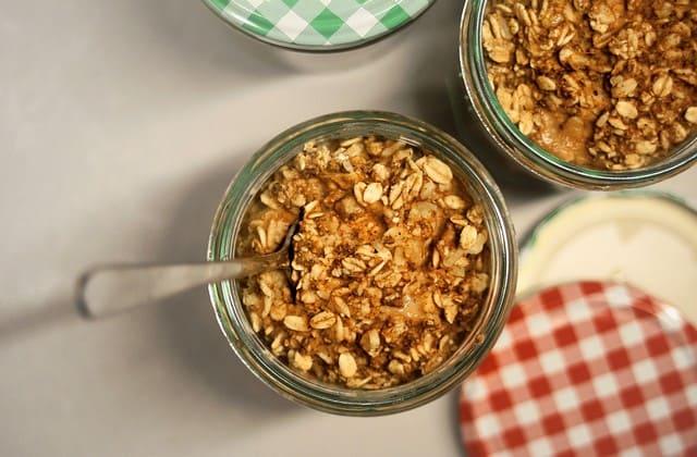 Jika selama ini kamu sering khawatir akan kenaikan kolesterol yang berbahaya, maka kamu wajib konsumsi oatmeal