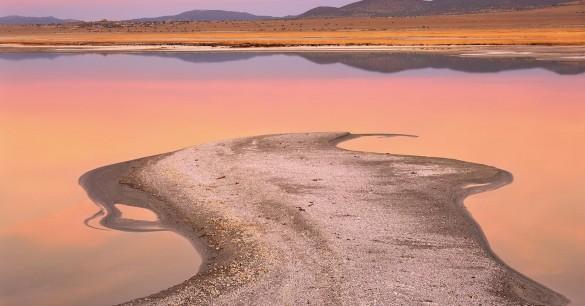 Danau Ajaib Ini Muncul Hanya Dalam Semalam