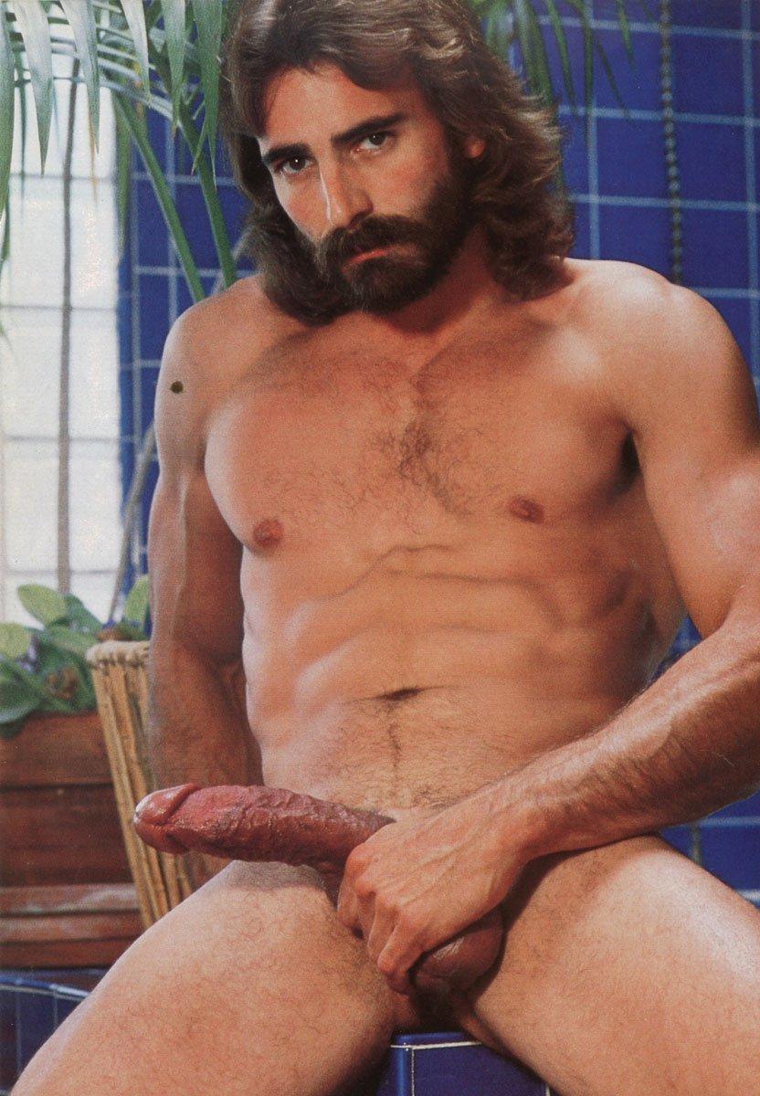 A gostosa manda e o cara de gay obedece - 1 8