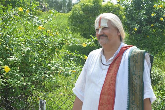 Bhagwat Katha Swami Dhananjay Maharaj.