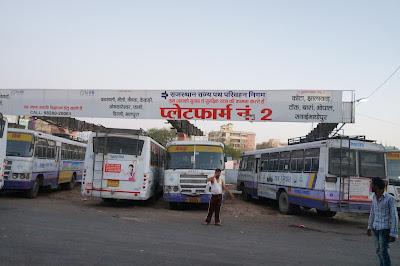 Selamat pagi, salam hangat dari terminal bus Jaipur