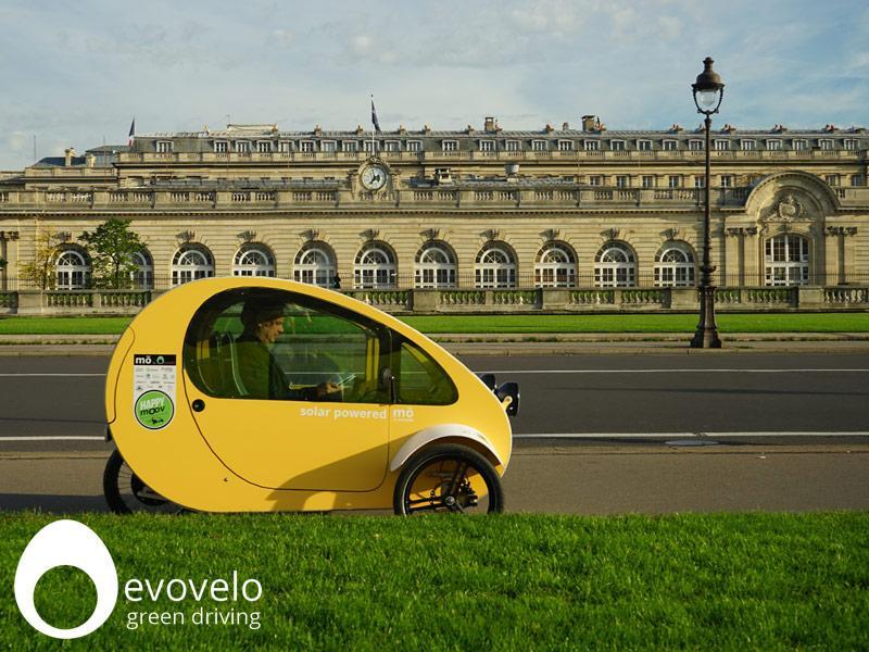 mo coche eléctrico español con placas de energía fotovoltaica 2 - foto by evovelo