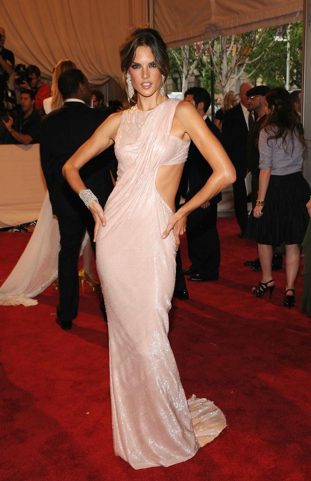 Bellos vestidos de Alessandra Ambrosio   Outfits de Moda ... алессандра амбросио