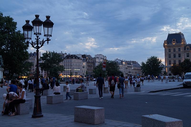Sommerabend in Paris an der Seine