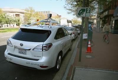 Akhirnya Mobil Otomatis Google Mengalami Kecelakaan