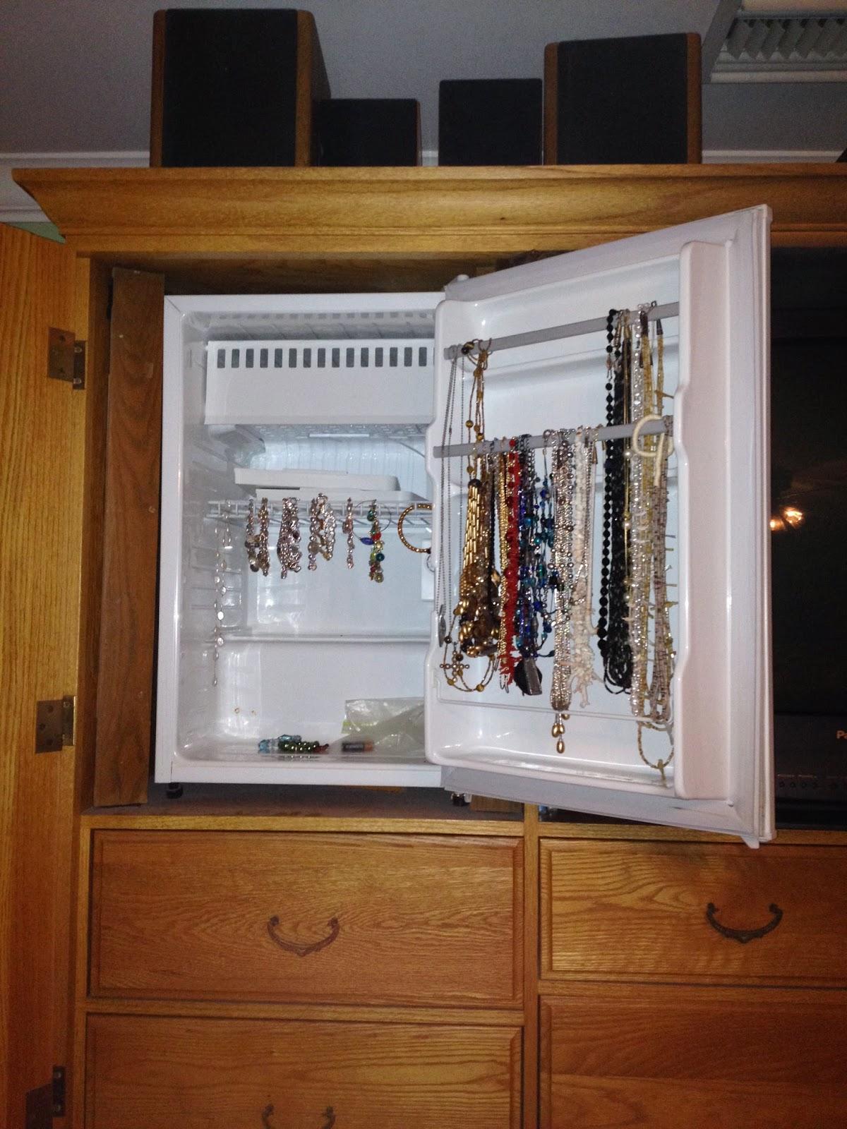 refrigerator in bedroom | makitaserviciopanama