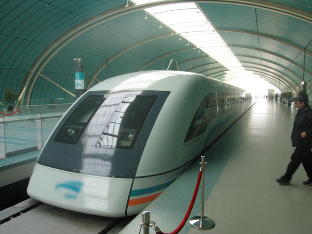 Gambar Kereta Maglev di China sedang berhenti