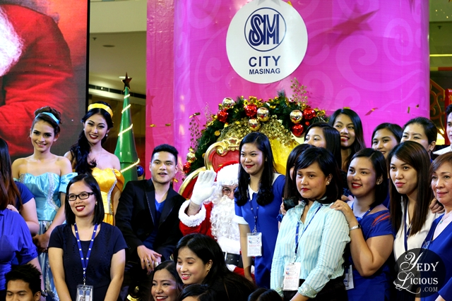 Santa Clause and SM City Masinag Personnel