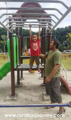 tempat bermain anak di taman lapangan banteng jakarta