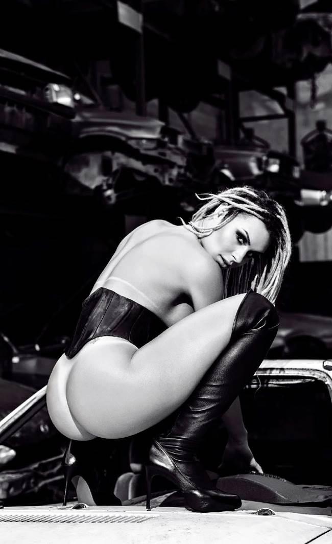 "Fernanda Lacerda ""Mendigata"" pelada nua na Playboy 19"
