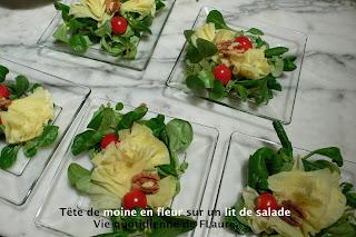 Vie quotidienne de FLaure: Tête de moine en fleur sur un lit de salade