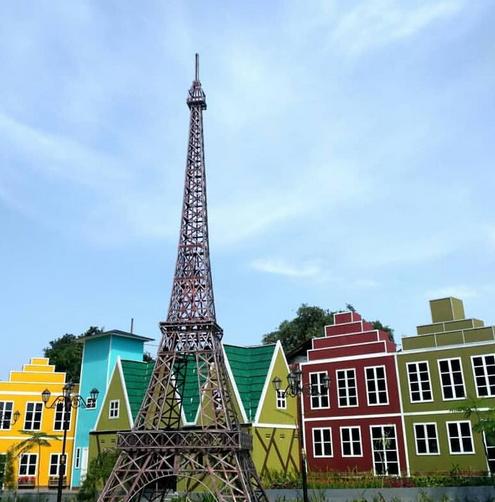 Hobi Berfoto Datang Ke Kampung Eropa Devoyage Bogor Ayuk Liburan