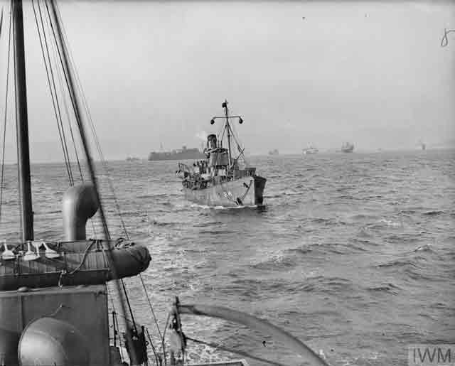 Royal Navy minesweeper in the Clyde, 20 October 1941 worldwartwo.filminspector.com