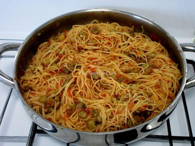 Receta espaguetis con berenjenas blancas y salsa de tomate