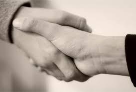 Hukum Berjabat Tangan dengan Bukan Mahram Menurut Yusuf Qardhawi
