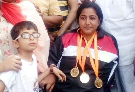 kanchan-lakhani-win-gold-medal-welcome-in-faridabad