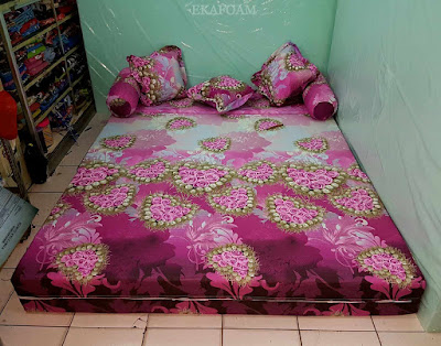 Sofa bed inoac motif bunga anggur merah atau love merah