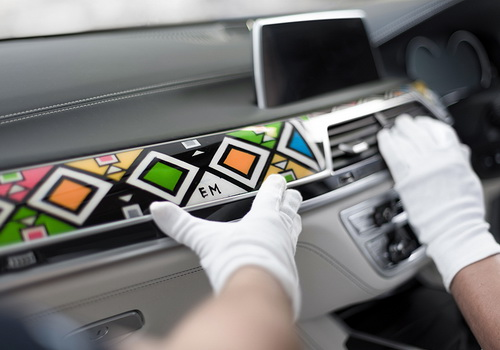 www.Tinuku.com South African artist Nikwambi Mahlangu decorate Ndebele style BMW 7 Series